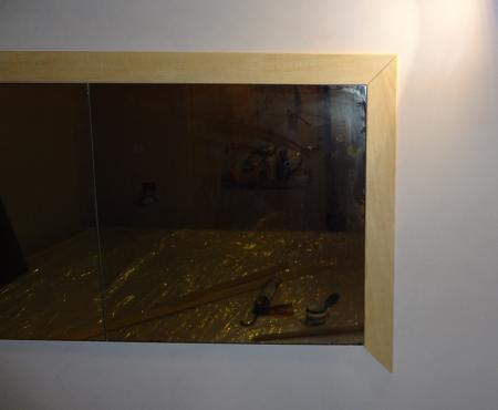 Uno specchio per la camera fai da te con cornici dipinte - Specchio con lampade intorno ...