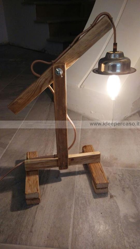 upcycling come fare una lampada con legno riciclato da un pallet