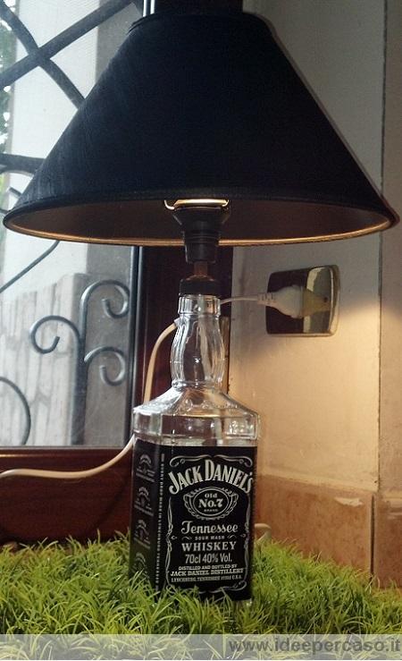 Come fare una lampada con una bottiglia di vetro di jack daniels