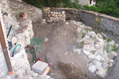 Ho sistemato un piccolo giardino con aiuole in pietra for Aiuole in pietra