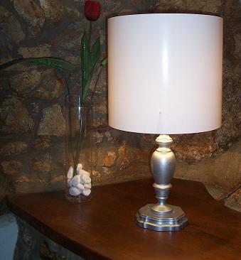 Dipingere una vecchia lampada da tavolo shabby style - Porta scottex ikea ...