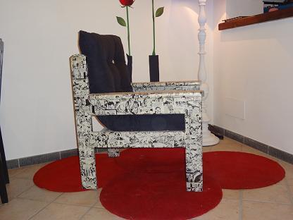 ... in legno decorata con fumetti applicando la tecnica del decoupage